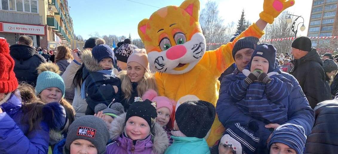 КРОХА-Кот поздравил малышей с масленицей в зоопарке «Лимпопо» и городе Кстово